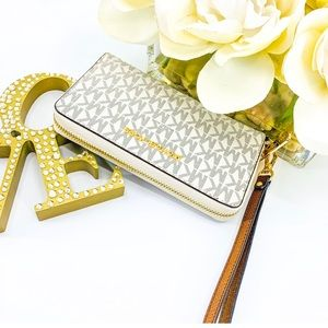 NWT Michael Kors Lay Flat Zip Wallet Phone Case